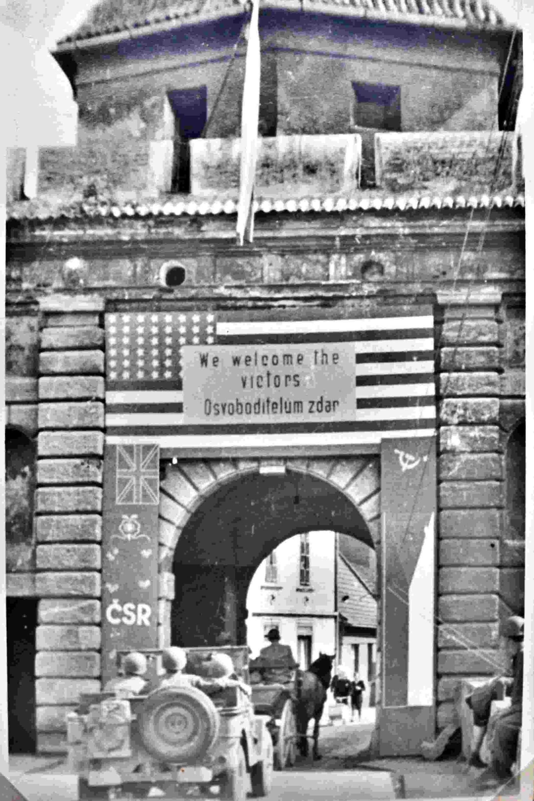 Americká armáda osvobozuje Český Krumlov v květnu 1945